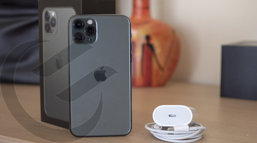 What characteristics to look for when choosing a portable charger for iPhone 11 pro max?